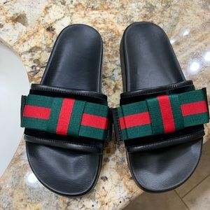 Gucci slide with bow